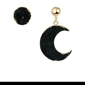😘LAST PAIR⬇Asymmetrical Moon Crescent earrings